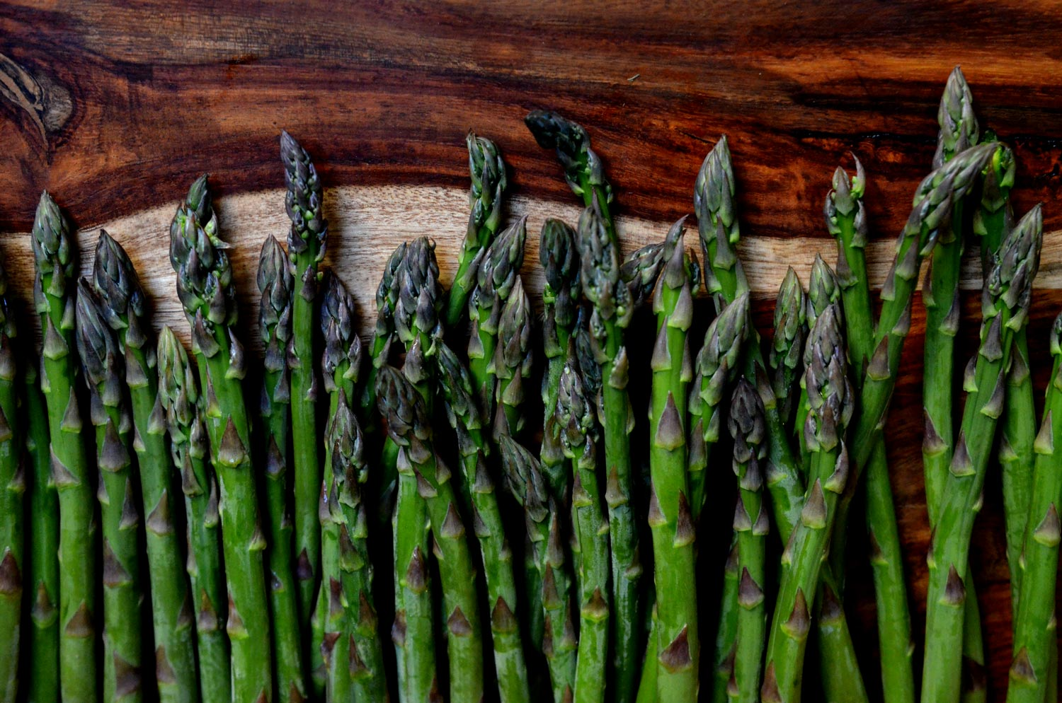 How to keep and trim Asparagus